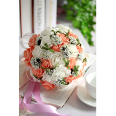 Les roses simulées de costume de fleurs peuvent être utilisées comme cadeaux de copines