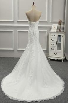 Robe de mariée Près du corps Laçage Dramatique Salle Traîne Longue