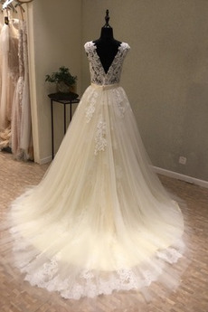 Robe de mariée Dentelle a ligne Triangle Inversé Printemps Milieu