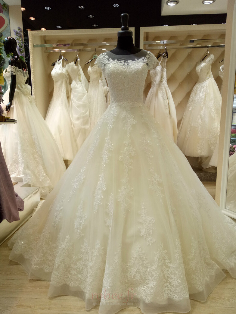 Robe de mariee princesse col bateau